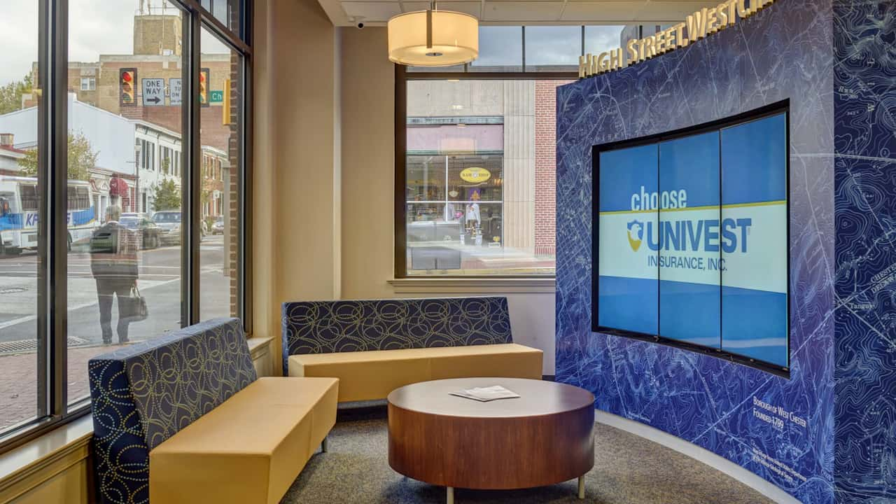bank lobby video wall run on a cellular connection